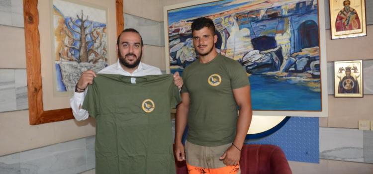 """Ο Δήμαρχος Γιάννης Καρούσος συναντήθηκε με τον έφορο θύρας του κυνηγετικού συλλόγου Αγίας Νάπας """"Κάβο Γκρέκο"""""""